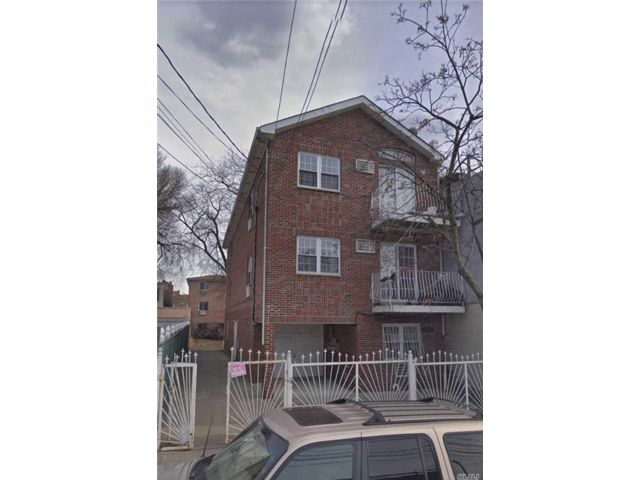 8 BR,  5.00 BTH Townhouse style home in East Elmhurst