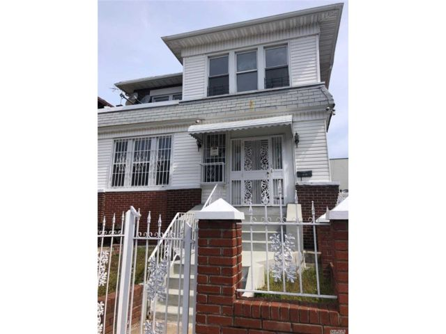 8 BR,  3.00 BTH Colonial style home in Elmhurst