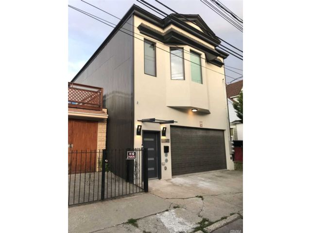 3 BR,  5.00 BTH Modern style home in College Point