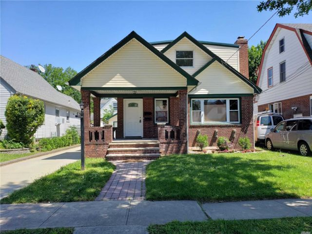 5 BR,  3.00 BTH 2 story style home in Valley Stream