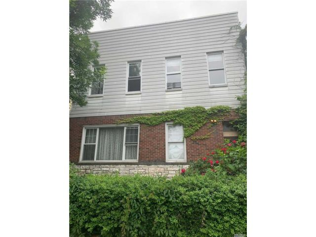 4 BR,  3.00 BTH Other style home in Ridgewood