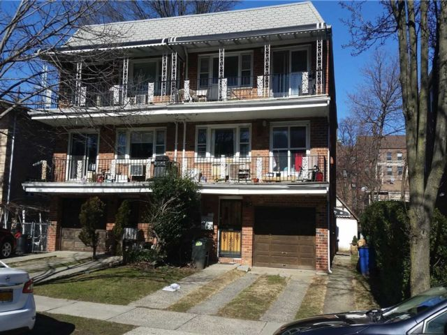 7 BR,  5.00 BTH Other style home in Kew Gardens