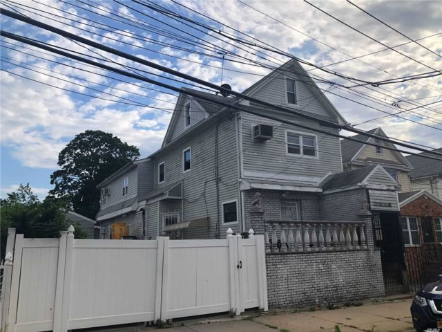 9 BR,  5.00 BTH Colonial style home in South Ozone Park