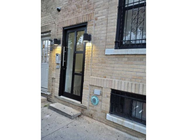 7 BR,  3.00 BTH Townhouse style home in East Elmhurst