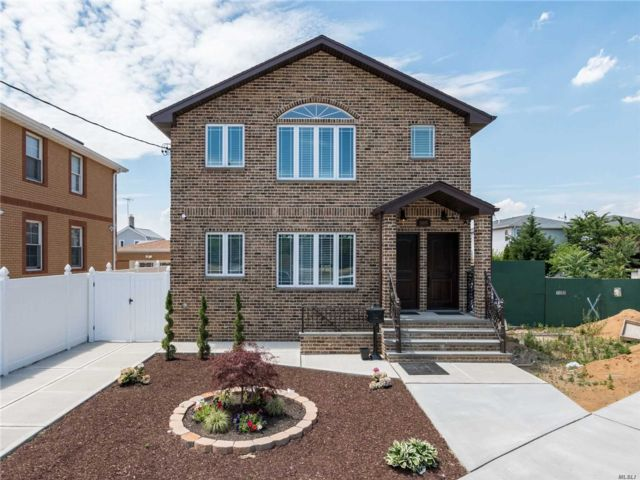 5 BR,  5.00 BTH Hi ranch style home in Ozone Park