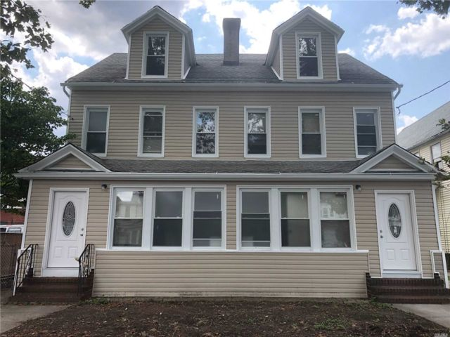 12 BR, 10.00 BTH Colonial style home in Richmond Hill