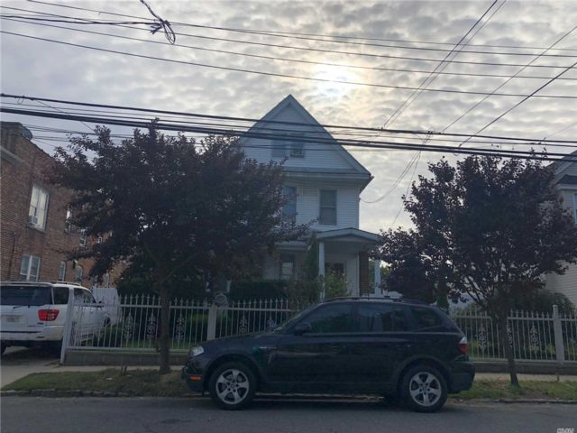 5 BR,  4.00 BTH Victorian style home in Richmond Hill