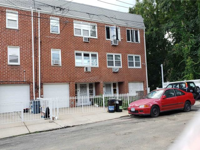 7 BR,  4.00 BTH Apartment style home in College Point