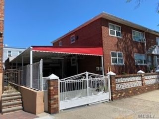 4 BR,  3.00 BTH Colonial style home in Ozone Park