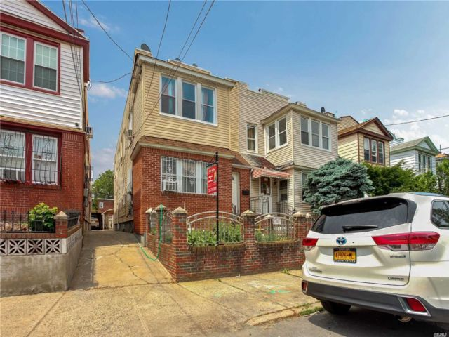 11 BR,  3.00 BTH Colonial style home in Queens Village