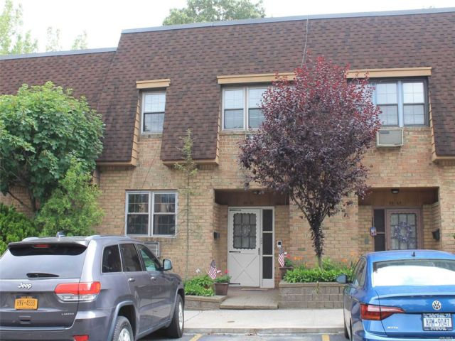5 BR,  5.00 BTH Townhouse style home in Woodhaven