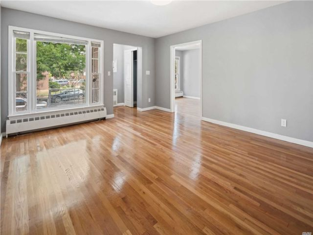 6 BR,  5.00 BTH Ranch style home in Ozone Park
