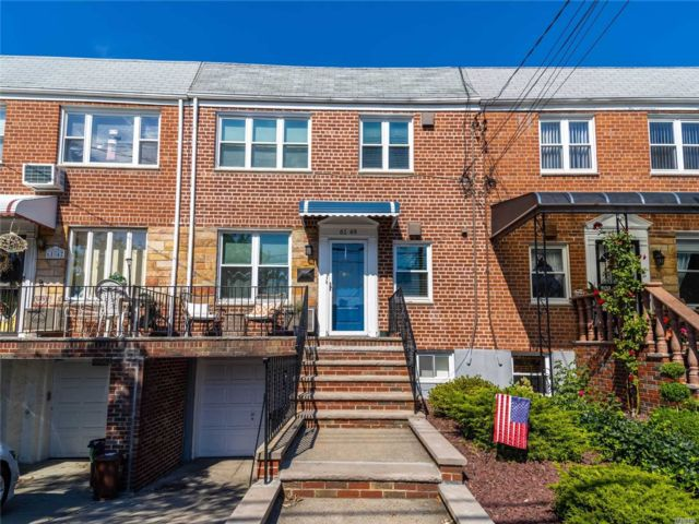 4 BR,  3.00 BTH 2 story style home in Middle Village