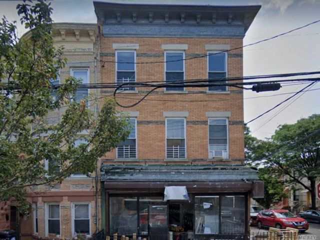 8 BR,  5.00 BTH Store+dwell style home in Ridgewood