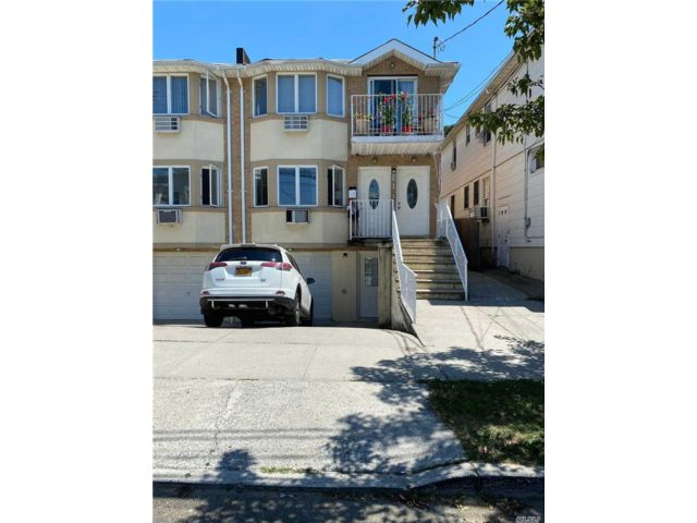 6 BR,  4.00 BTH Contemporary style home in College Point
