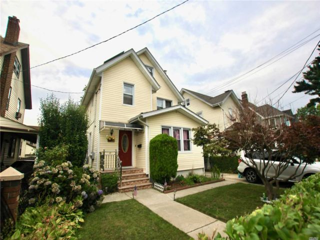6 BR,  3.00 BTH 2 story style home in Queens Village