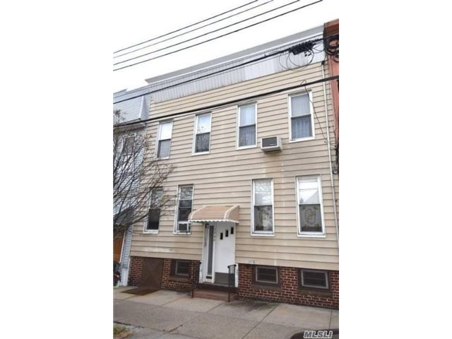 8 BR, 10.00 BTH Colonial style home in Glendale
