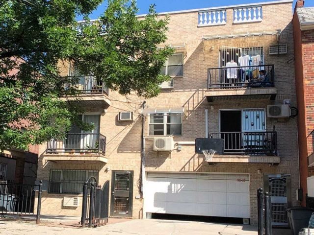 6 BR,  4.00 BTH Mid rise style home in Elmhurst