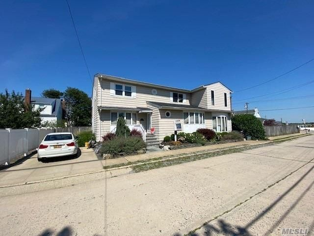 6 BR,  3.00 BTH 2 story style home in Point Lookout