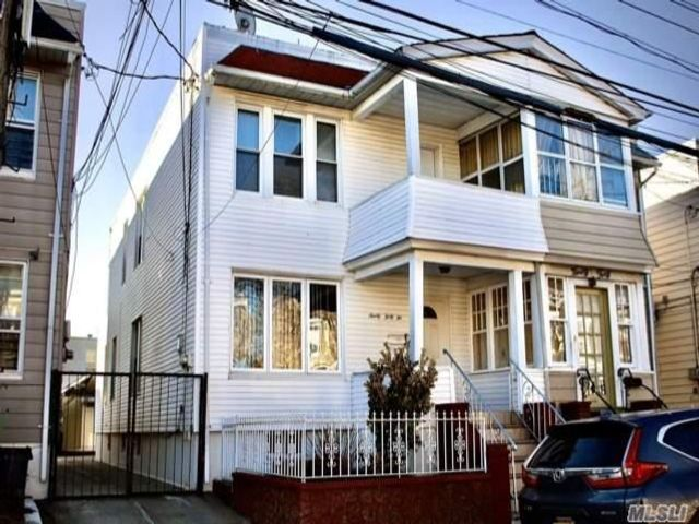 2 BR,  0.00 BTH  Colonial style home in Woodhaven