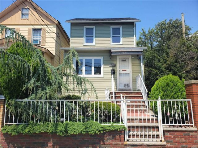 3 BR,  3.00 BTH Colonial style home in Canarsie