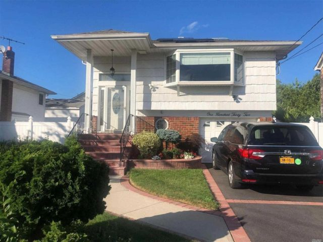 4 BR,  2.00 BTH Hi ranch style home in Woodmere