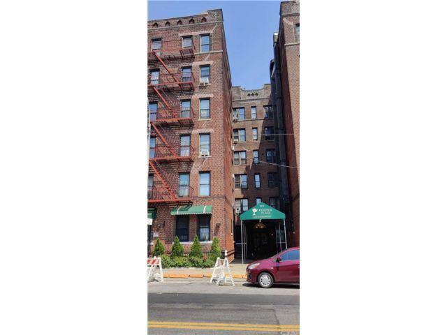 1 BR,  2.00 BTH Mid rise style home in Flatlands