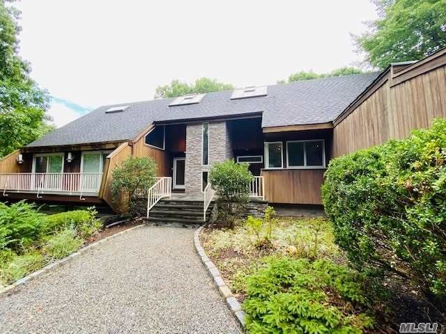 4 BR,  4.00 BTH Modern style home in Belle Terre