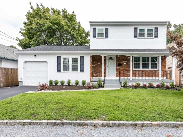 4 BR,  3.00 BTH  Colonial style home in Bayville