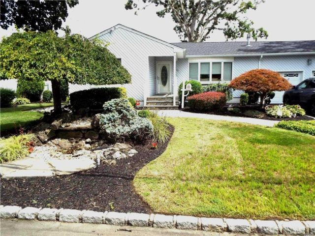 4 BR,  2.00 BTH Ranch style home in Deer Park
