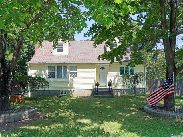 5 BR,  2.00 BTH  Exp cape style home in Patchogue