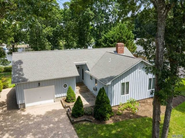 3 BR,  2.00 BTH  Ranch style home in Mattituck