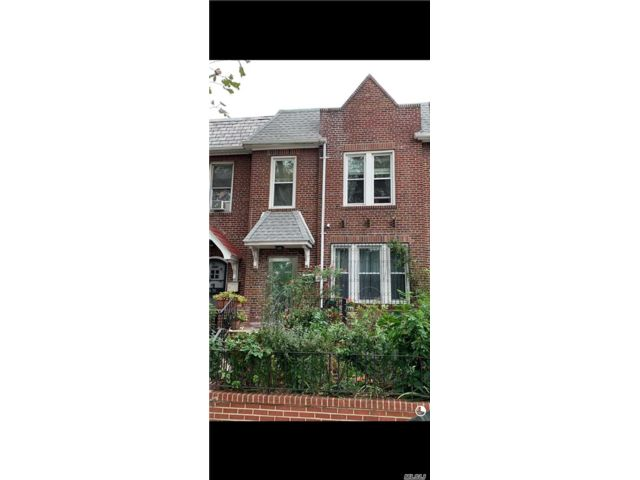 2 BR, 11.00 BTH 2 story style home in Woodside