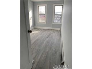 4 BR,  2.00 BTH  Apt in house style home in Woodside