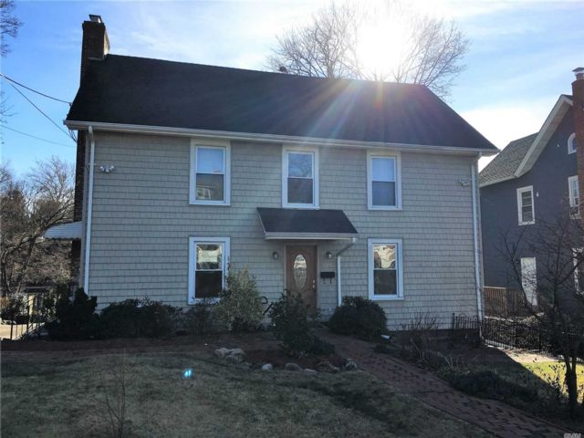 6 BR,  4.00 BTH  Colonial style home in Port Washington
