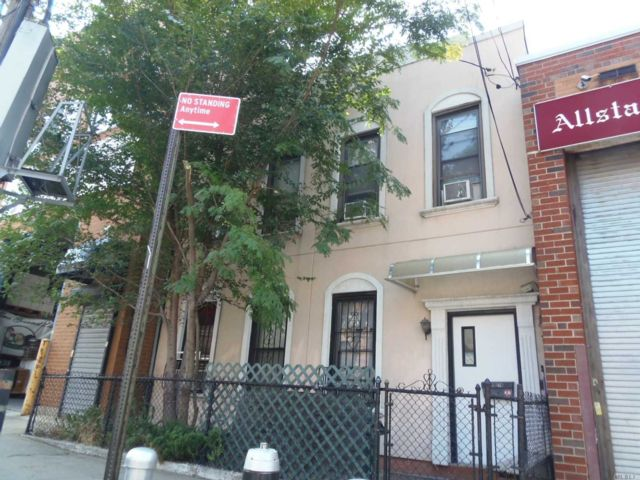 5 BR,  2.00 BTH  2 story style home in Long Island City