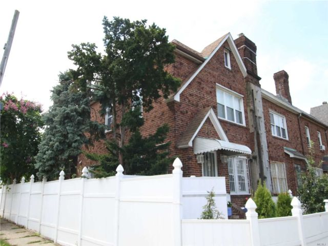 3 BR,  4.00 BTH Townhouse style home in Briarwood