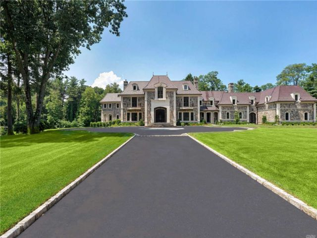 8 BR, 13.00 BTH Colonial style home in Locust Valley
