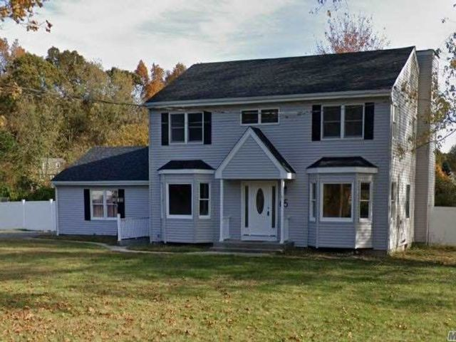 3 BR,  4.00 BTH  Colonial style home in Wading River