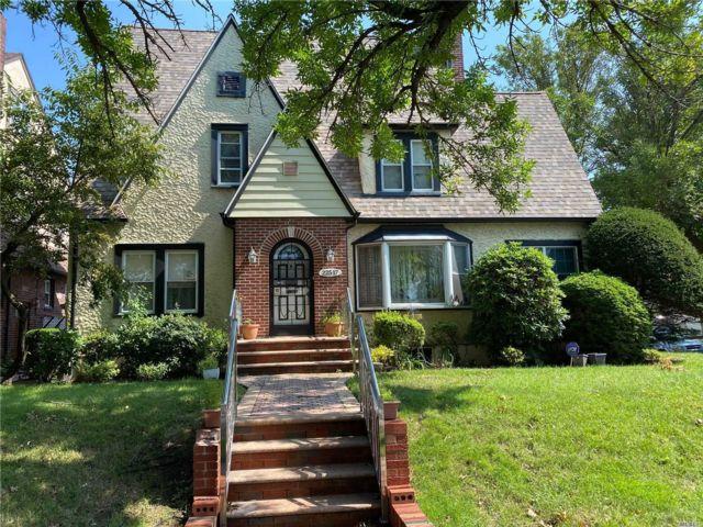5 BR,  3.00 BTH Tudor style home in Laurelton