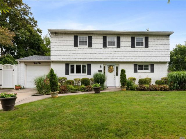 3 BR,  2.00 BTH Split level style home in Old Bethpage