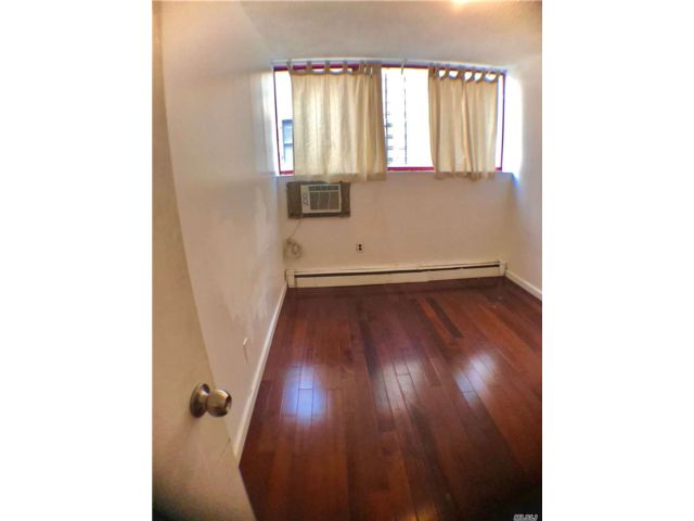3 BR,  2.00 BTH  Other style home in New York