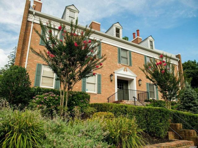 Studio,  0.00 BTH  Commercial style home in Stony Brook