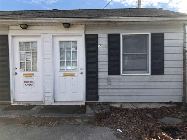 Studio,  0.00 BTH  Commercial style home in Setauket