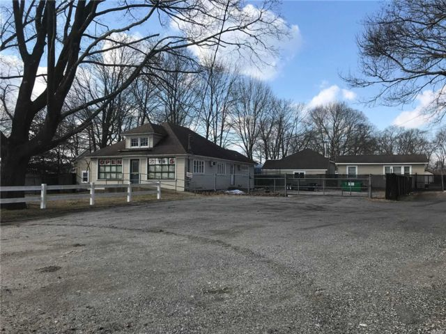 Studio,  0.00 BTH  Commercial style home in East Patchogue