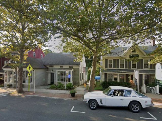 Studio,  0.00 BTH  Commercial style home in Cold Spring Harbor