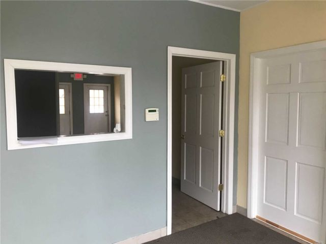 Studio,  0.00 BTH Commercial style home in Bayville