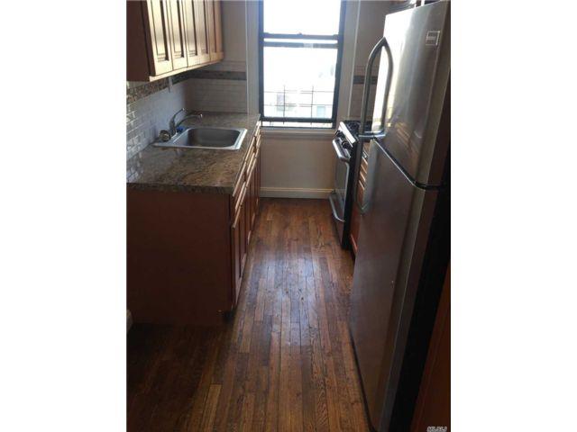 1 BR,  1.00 BTH Apt in bldg style home in Astoria