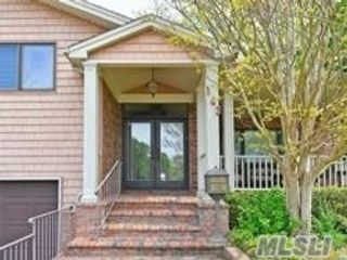 5 BR,  5.00 BTH Split level style home in Jericho