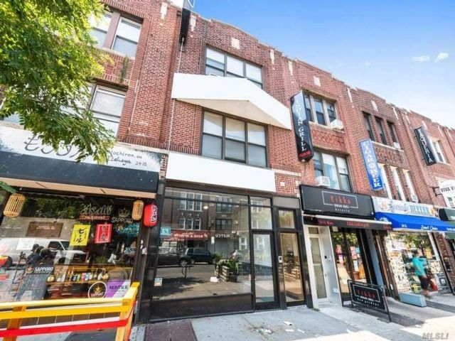 Studio,  0.00 BTH Commercial style home in Astoria
